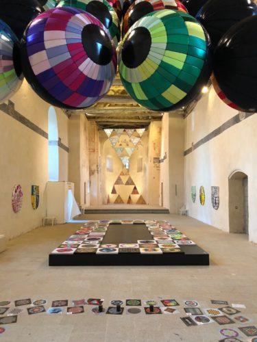"Visiter l'exposition ""Objets flottants"" de Mai Tabakian"