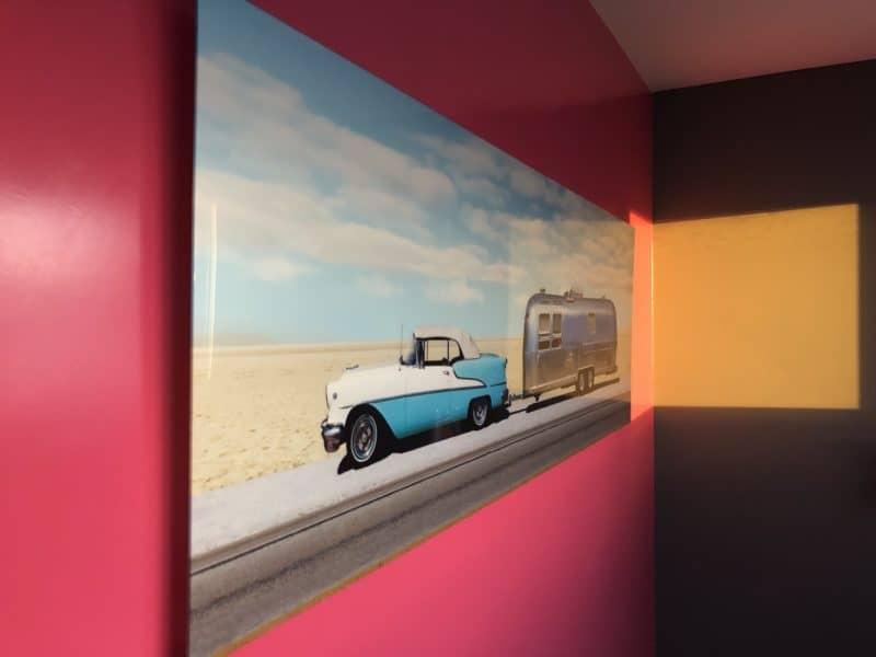 Artiste inconnu - Betty dans la caravane Airstream